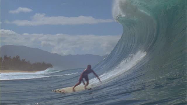 SLO MO, WS, Male surfer riding Banzai Pipeline, Oahu's North Shore, Hawaii, USA