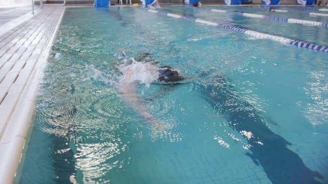Tours de natation masculine