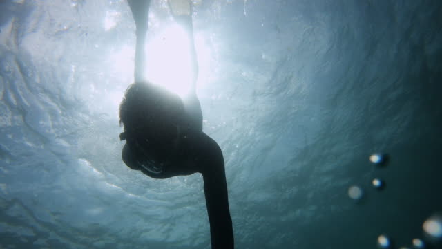 male take selfie under the blue deep sea - free diving stock videos & royalty-free footage