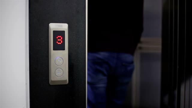 male walking into elevator - entrata video stock e b–roll