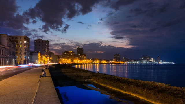 stockvideo's en b-roll-footage met tl malecon skyline at dusk - cuba