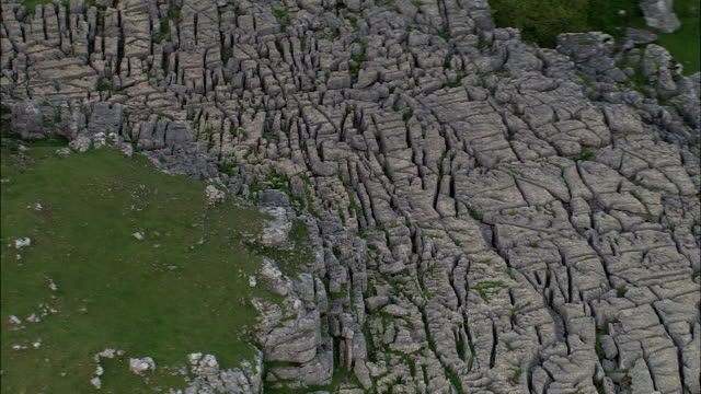 malham cove - yorkshire stock-videos und b-roll-filmmaterial