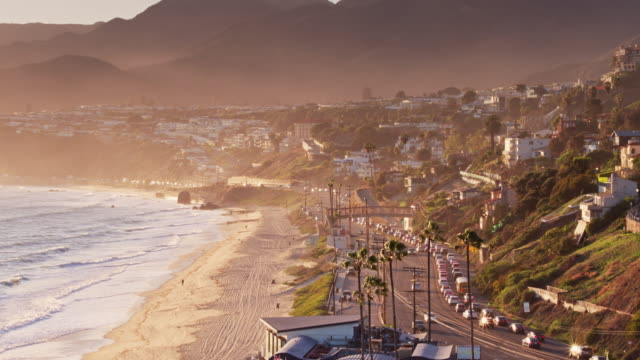vidéos et rushes de malibu, california - aerial view - californie
