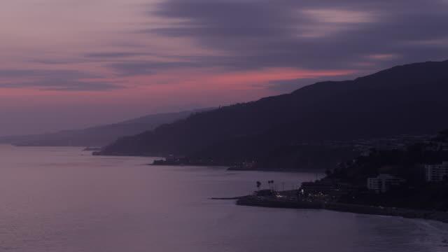 malibu mountains and coastline, dusk, pink skies and wisps of blue clouds - malibu stock videos & royalty-free footage