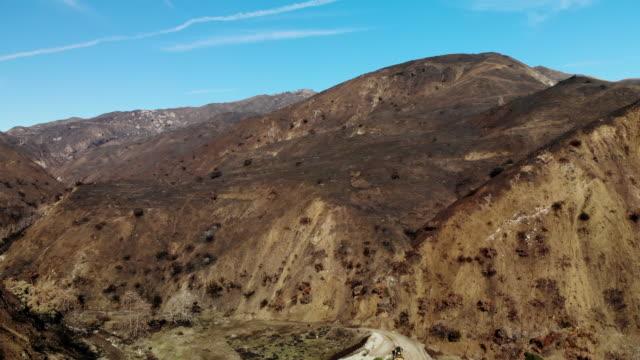 malibu wildfire feuer brennen bereichen - woolsey feuer stock-videos und b-roll-filmmaterial