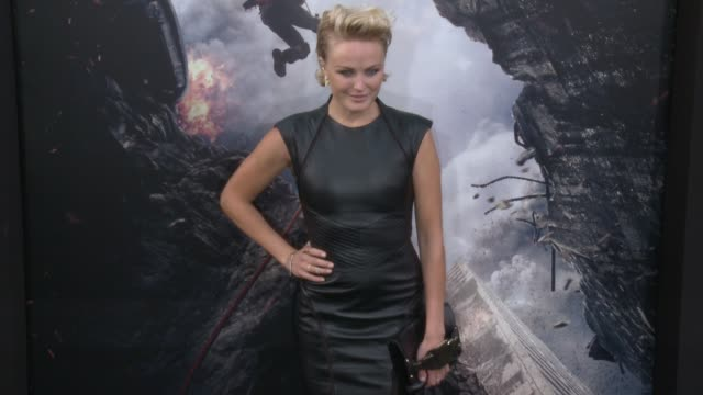 stockvideo's en b-roll-footage met malin akerman at the san andreas los angeles world premiere at tcl chinese theatre on may 26 2015 in hollywood california - mann theaters