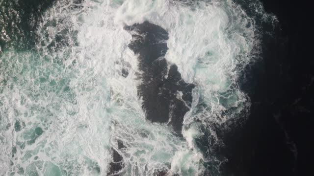 vídeos de stock, filmes e b-roll de malin head, donegal along the wild atlantic way, ireland. - província de ulster