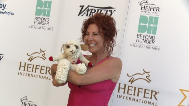 """mallory lewis - heifer international hosts 3rd annual beyond hunger: """"a place at the table"""" gala at montage beverly hills on august 22, 2014 in... - モンタージュ・ビバリーヒルズ点の映像素材/bロール"""