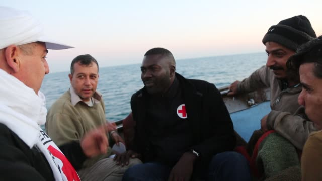 mamadou sow head of the international committee of the red cross gaza delegation arrive to the gaza seaport after a night fishing trip with... - rotes kreuz organisierte gruppe stock-videos und b-roll-filmmaterial