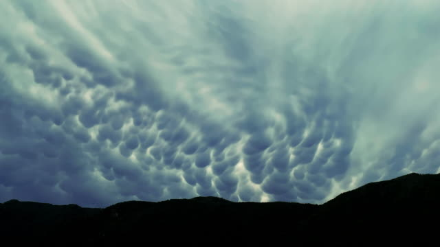 mammatus clouds and mountain - atmosphere filter stock-videos und b-roll-filmmaterial