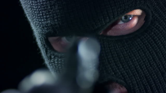 vídeos de stock, filmes e b-roll de homem com supressor objetivo - roubando crime