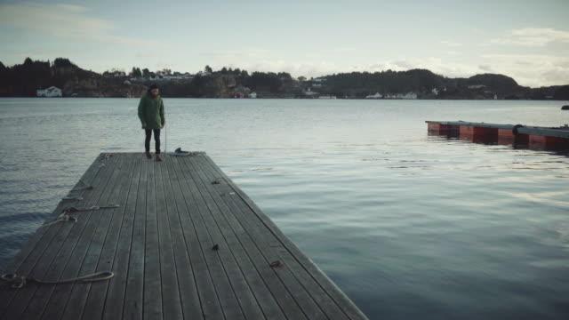 stockvideo's en b-roll-footage met man alleen op een dok door de zee - baard
