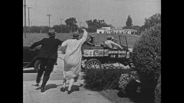 1932 Man (Bing Crosby) and his date make a getaway with her father and her fiance close behind
