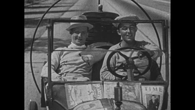 stockvideo's en b-roll-footage met 1932 man (bing crosby) and his friend jerry drive to bensonhurst - bing crosby