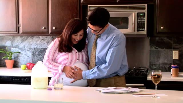 vídeos y material grabado en eventos de stock de man and pregnant woman - pareja de mediana edad