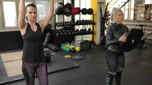 man and two ladies on weightlifting training in gym - lunge stock videos & royalty-free footage