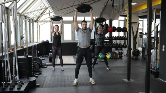 man and two women weightlifting in gym - lunge stock videos & royalty-free footage