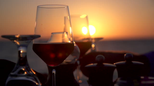 vidéos et rushes de a man and woman dine and drink wine on a tropical island beach. - végétation tropicale