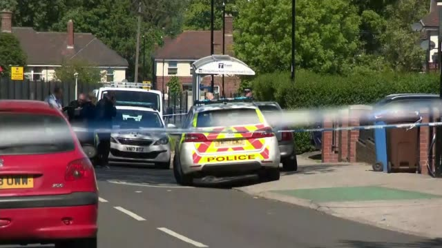 man and woman held in sheffield after two teenage boys die and four other children are taken to hospital england yorkshire sheffield ext various of... - シェフィールド点の映像素材/bロール