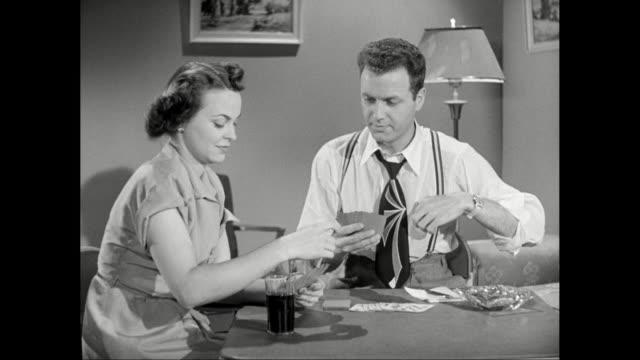 vídeos de stock e filmes b-roll de ms man and woman playing cards / united states - camisa e gravata
