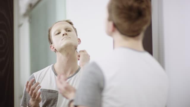 Man applying foundation makeup