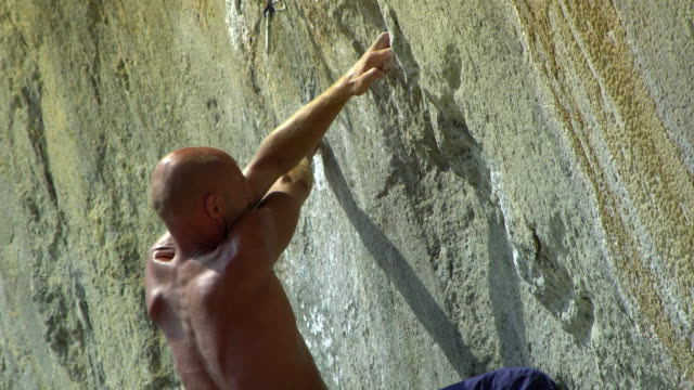 cu man ascending rock face using finger-holds, clipping rope into karabiner / krabi, thailand - rock face stock videos & royalty-free footage
