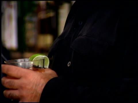 vidéos et rushes de man at a bar - un seul homme d'âge moyen