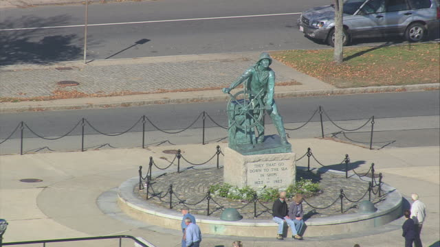 aerial man at the wheel fisherman's memorial statue and surrounding waterfront properties / gloucester, massachusetts, united states - gloucester massachusetts stock videos & royalty-free footage