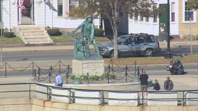 aerial man at the wheel fisherman's memorial statue / gloucester, massachusetts, united states - gloucester massachusetts stock videos & royalty-free footage