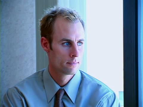 stockvideo's en b-roll-footage met man at window - overhemd en stropdas