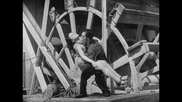 1928 a man (buster keaton) becomes a hero when he saves a woman (marion byron) from a doomed fate - überschwemmung stock-videos und b-roll-filmmaterial