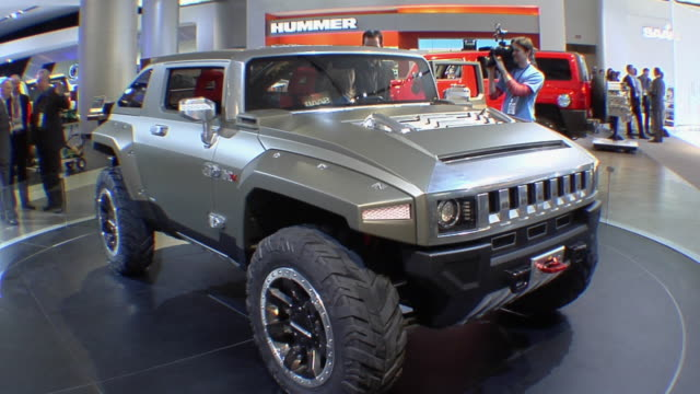 ms man being filmed as he stands next to the hummer hx concept vehicle at the detroit auto show/ detroit, michigan - hummer stock-videos und b-roll-filmmaterial