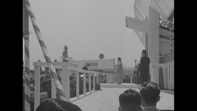 man bows to emperor hirohito and empress nagako on stage during event commemorating constitution memorial day / emperor and empress stand at center... - 天皇点の映像素材/bロール