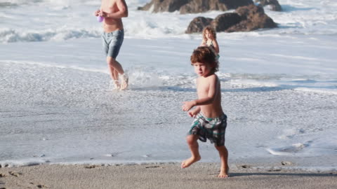 ms r/f pan man, boy and girl hold bounce water balloons on beach / montezuma, puntarenas, costa rica - kelly mason videos stock videos & royalty-free footage