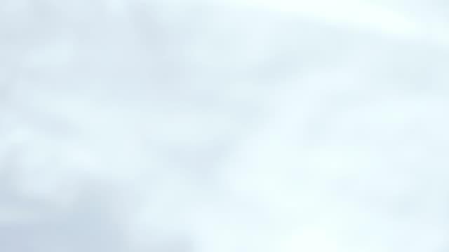 vídeos de stock, filmes e b-roll de hd: homem de neve uma escova de para-brisa - coberto de neve
