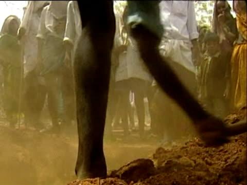 Man burying dead during drought Andhra Pradesh India; Jun 03