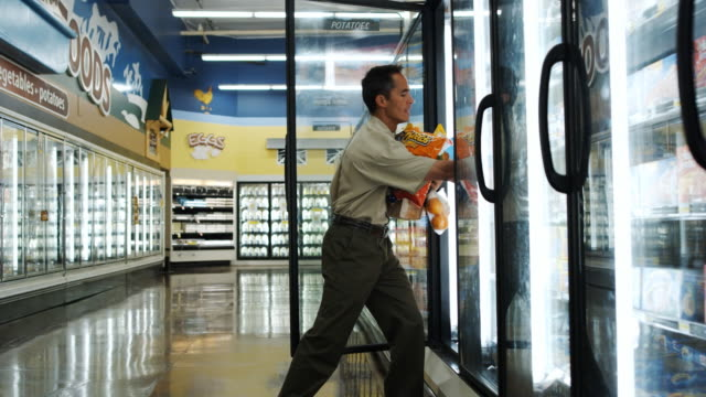 man buying groceries - ungesunde ernährung stock-videos und b-roll-filmmaterial