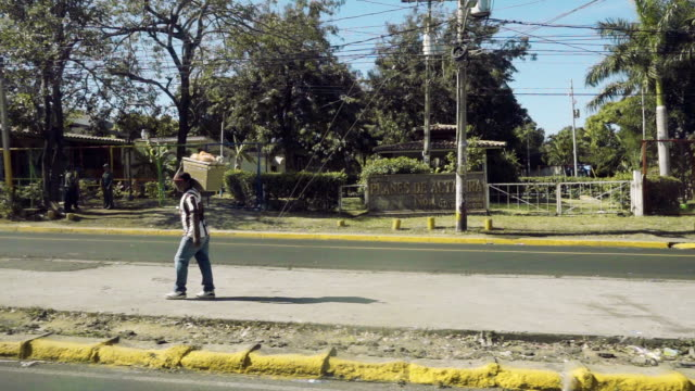 man carrying a box at latin america country from a car - nicaragua stock videos & royalty-free footage