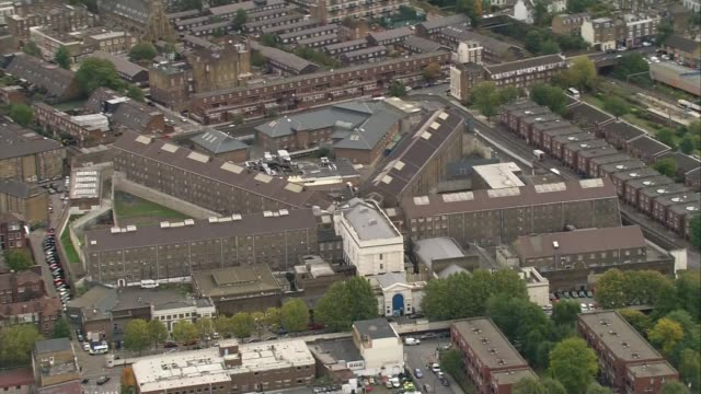 man charged with murder of fellow inmate at pentonville prison london hm prison pentonville - itv london lunchtime news点の映像素材/bロール