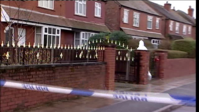 stockvideo's en b-roll-footage met man charged with murders of two elderly women in southport lonsdale road forensic officer along outside house where margaret biddolph was found dead - southport engeland
