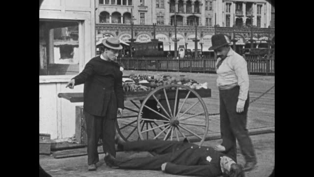 1921 Man (Buster Keaton) chases after cop, cop chases after man (Buster Keaton)