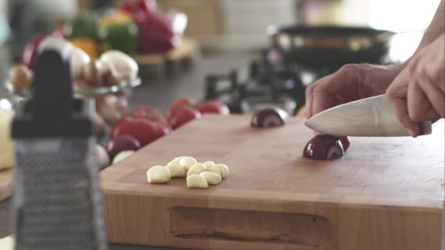 man chopping red onion - red onion stock videos & royalty-free footage