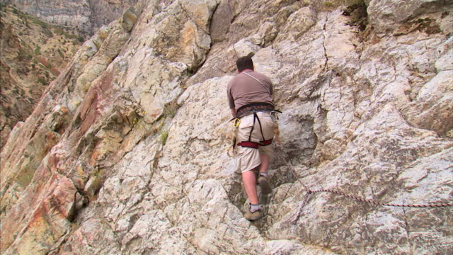 ws la tu man climbing rock / provo, utah, usa - provo stock videos & royalty-free footage