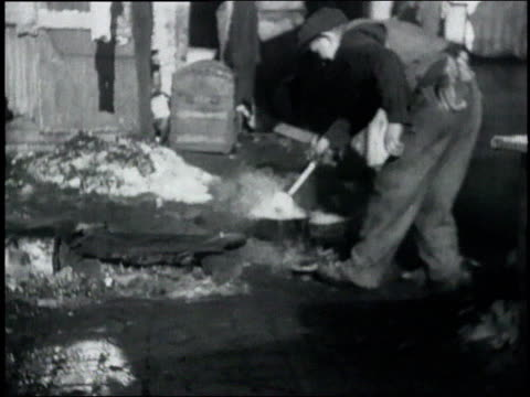 man cooking in hooverville / frying pan with stew - 1932 stock videos & royalty-free footage