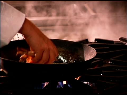 man cooking shrimp in skillet - einzelne frau über 30 stock-videos und b-roll-filmmaterial