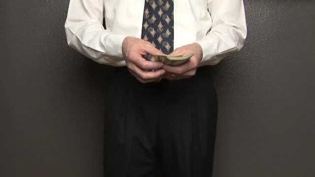 vídeos y material grabado en eventos de stock de ms, man counting and giving american dollars, mid section - camisa y corbata
