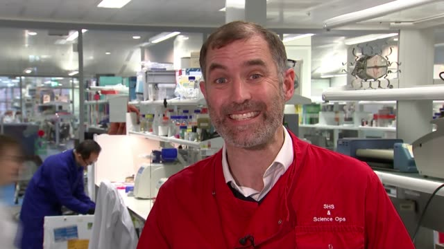 man cured of hiv following stem cell transplant treatment; england: london: int woman in lab coat using pipette to transfer samples scientist putting... - retrovirus video stock e b–roll