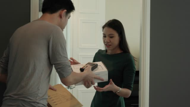Man deliver product to the customer