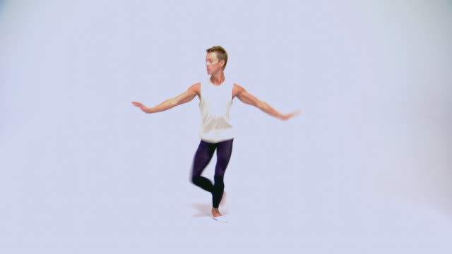 man demonstrating ballet moves - ballett stock-videos und b-roll-filmmaterial