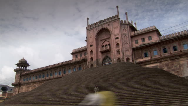 stockvideo's en b-roll-footage met a man descends a long stairway in front of a building in bhopal, india. available in hd. - bhopal